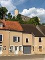 Château de Druyes-les-Belles-Fontaines depuis le village bas en juillet 2019.jpg