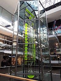 Charlottenburg Europacenter Uhr der fließenden Zeit-002.jpg