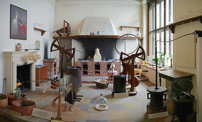 Aus Wikipedia: Chemielabor des 18. Jahrhunderts