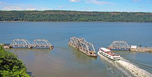 Spuyten Duyvil Bridge - Circle Line boat crossing bridge, 2014