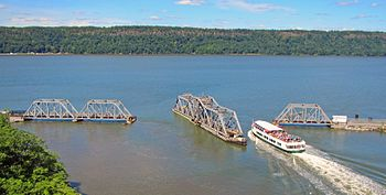 Circle Line crossing open Spuyten Duyvil Bridge crop.jpg