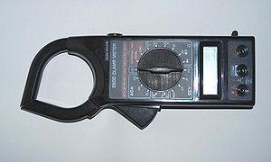 ¿Cómo mido los voltios y Ah en una batería? 300px-Clampmeter1