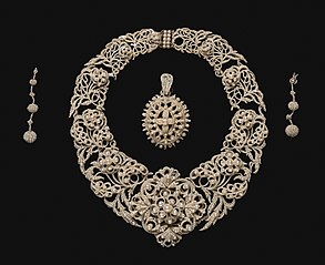 Parure: Necklace, Pendant, Earrings