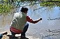 Coleta de amostra de água (41975427600).jpg