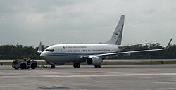 Columbia Air Force Boeing B737-74V(BBJ) FAC 0001 (4391486421).jpg