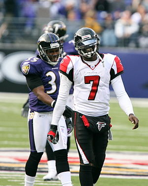 2006 Atlanta Falcons season - Image: Corey Ivy and Michael Vick, November 2006