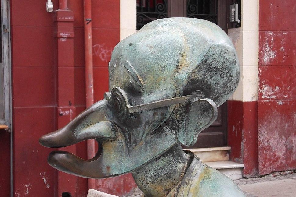 Coruña, praza do Humor 01-04d Vicente Risco