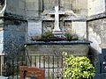 Crépy-en-Valois (60), sépulture de curés de Crépy, cimetière, derrière l'église St-Denis.jpg