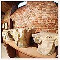 Cripta di Sant'Anastasio, particolare di capitelli.JPG