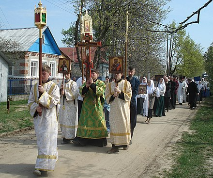 Traditional Paschal procession by Russian Orthodox Old-Rite Church Crucession Davidovo-Elizarovo Guslitci Moscow reg 8504.jpg