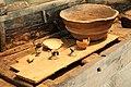 Cuisine de bord (fond de dolium, mortier, bouilloire, lampe).jpg