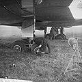 DC 8 bij landing op Schiphol doorgeschoten van de landingsbaan, Bestanddeelnr 915-5414.jpg