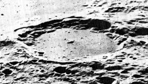Davisson (crater) - Oblique Lunar Orbiter 5 image