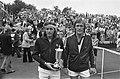 De kampioen Vilas (l) (Argentinië) en tegenstander Franulovic (Joegoslavië) na a, Bestanddeelnr 928-0594.jpg