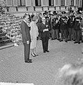 Defile Soestdijk, koningin Juliana en prins Bernhard in de paleistuin, Bestanddeelnr 916-3729.jpg