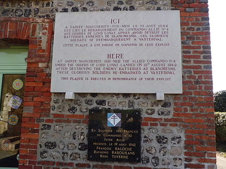 Dieppe Raid 1942, plaque for Ndeg4 Commando at Sainte-Marguerite-sur-Mer Dieppe Raid 1942.JPG