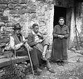 Dijak Danilo Vodopivec izprašuje stara dva Bolčiča 1949.jpg