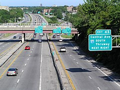 Eastbound Cross County Parkway in Yonkers 2006
