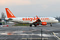 EasyJet, G-EZWJ, Airbus A320-214 (16455772582).jpg