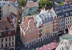 Edificios en la Plaza del Mercado, Riga, Letonia, 2012-08-07, DD 02.JPG