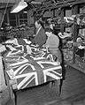 Engelse vlaggenproduktie ivm het aanstaand Engels Koninklijk bezoek, Bestanddeelnr 909-3080.jpg