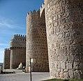 Entrada a Ávila por una de sus puertas amuralladas - panoramio.jpg