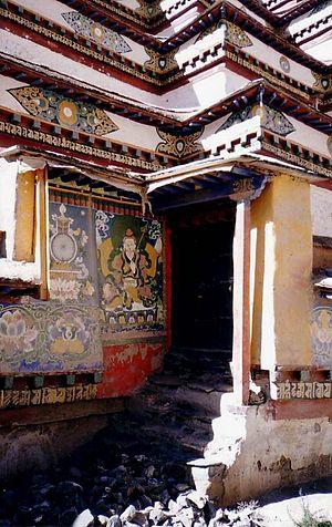 Kumbum - Image: Entrance Pango Chorten, Gyantse