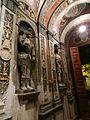 Entrando a la casa de Don Joaquín V. González, las esculturas de soldados nos reciben..JPG