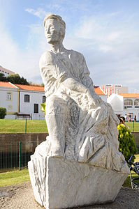 Estatua Pescador Ferragudo.JPG