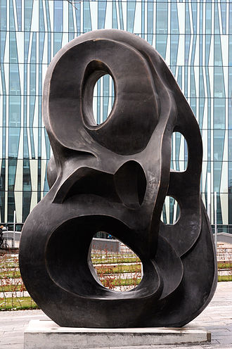 Sir Duncan Rice Library - Evolutionary Loop 517 by artist Nasser Azam, with the library in the background