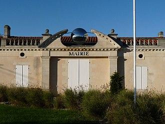 Eyrans - Town hall