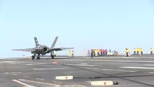 ファイル:F-35C First Carrier Landing 1.webm
