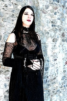 external image 220px-Fille-goth.jpg