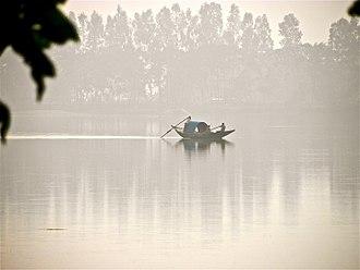 Gangarampur - Fishermen catching fish in Kaldighi
