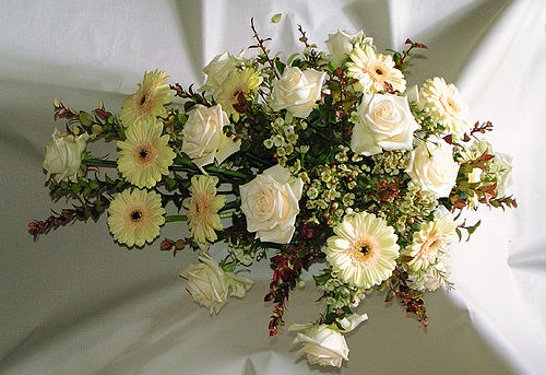 Flower-arrangement-funeral-white.jpg
