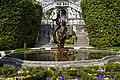 Fontana di ingresso alla villa.jpg