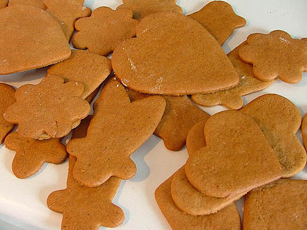 Scandinavian-style gingerbread Freshly baked gingerbread - Christmas 2004.jpg