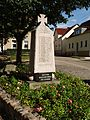 Göttiner Denkmal der Toten beider Weltkriege.jpg