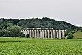 Gümmenen-Viadukt mit zwei Lötschberger-Triebzügen der BLS.jpg