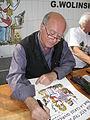 G. Wolinski dédicaçant à la fête de l'Huma 2007-02.JPG