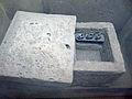 Gelduba Rekonstruktion (Urnen)-Grab 3639 (2. Jh.) Museum Burg Linn.jpg