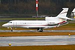Gilead Sciences Inc, N977GS, Dassault Falcon 7X (40107568982).jpg