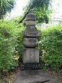 Grave of Fujiwara no Ietaka DSCN6787 20090702.JPG