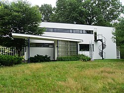 Gropius House, Lincoln, Massachusetts - Front View.JPG