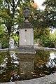 Grosser Brunnen im Nordfriedhof Muenchen-12.jpg