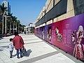 HK 尖東海濱平台 TST East Waterfront Podium 星光花園 Garden of Stars 梅艷芳 Anita Mui sign standing walking Dec 2016 Lnv2 exhibition n visitors.jpg