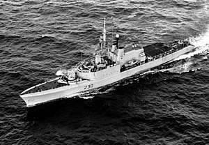 HMCS Margaree (DDH 230) underway in 1990.JPEG
