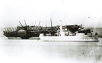 Flat-iron gunboat - The flat-iron gunboat HMS ''Mastiff'' (right, painted white)
