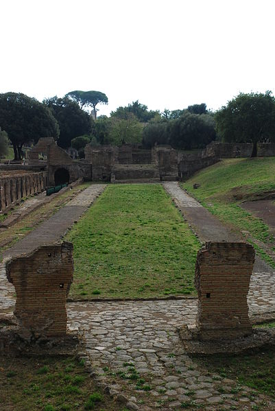 File:Hadrian's villa near Tivoli 22.JPG