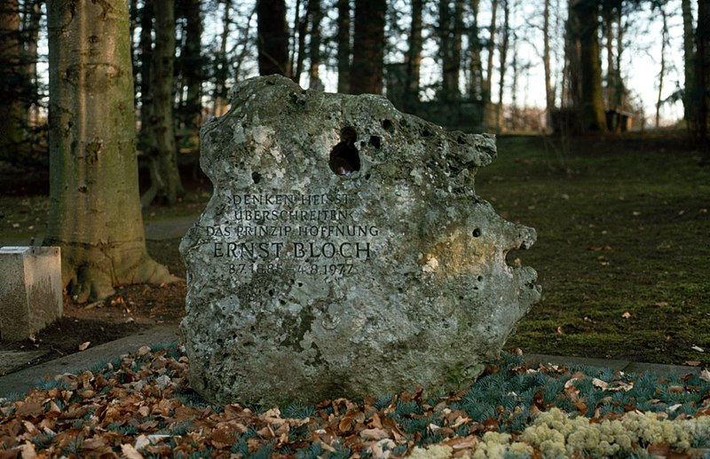 Datei:Headstone-Ernst-Bloch-Tuebingen-Germany.jpg